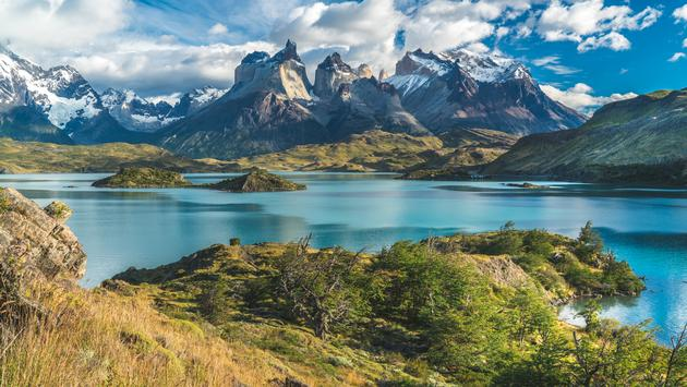 Blue lake on a snowy mountains background and cloudy sky Torres del paine (Alexandr Berdicevschi / iStock / Getty Images Plus)