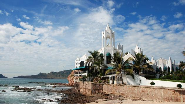 Buildings,Mazatlan, Coastline, water, ocean, pacific, architecture, cafe, bar, restaurants, spanish ,islands, palm trees (photo via Travel_Bug / iStock / Getty Images Plus)