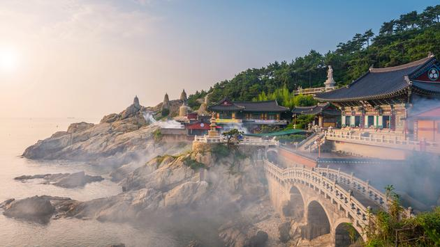 Haedong Yonggungsa Temple in Busan, South Korea. (photo via Reabirdna / iStock / Getty Images Plus)