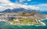Cape Town and the 12 Apostels from above in South Africa (photo via Ben1183 / iStock / Getty Images Plus)