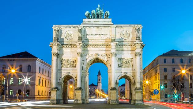 The Siegestor (vwalakte / iStock / Getty Images Plus)