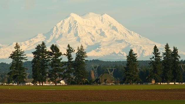 Mt. Rainier near a farm (bbowen0109 / iStock / Getty Images Plus)