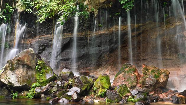 Chorros de la Calera waterfalls in a small town of Juayua, Ruta de las Flores itinerary, El salvador (photo via lanabyko / iStock / Getty Images Plus)
