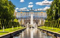 View of the Peterhof Grand Palace - Russia (photo via Leonid Andronov / iStock / Getty Images Plus)
