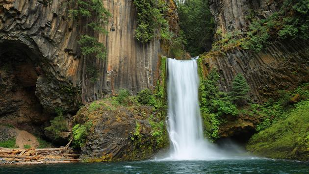 Toketee Falls, North Umpqua River, Oregon (estivillml / iStock / Getty Images Plus)