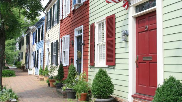 City street in Old Town, Alexandria, VA. (photo via PhotoNotebook / iStock / Getty Images Plus)