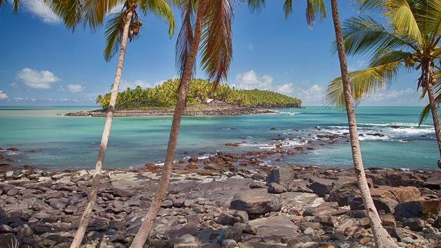beach of St. joseph island in view of Devil's Island (photo via gege2812 / iStock / Getty Images Plus)