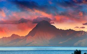 View on mountain Orohena at sunset. Polynesia. Tahiti. (photo via Konstik / iStock / Getty Images Plus)