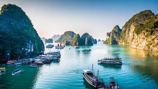 Amazing Halong Bay in the north of Vietnam (photo via SimonDannhauer / iStock / Getty Images Plus)