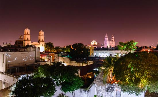 Night scene of Mérida Yucatan, Mexico. High point of view (photo via Esdelval / iStock / Getty Images Plus)