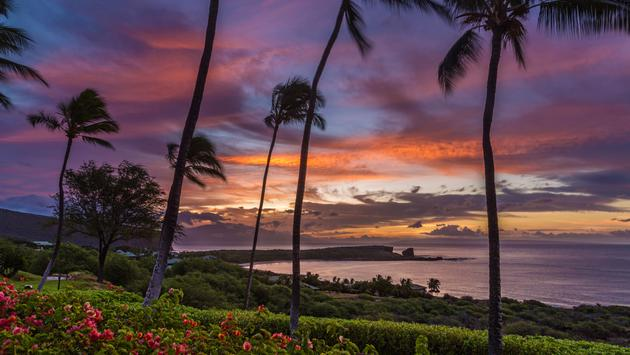 Sunrise over Menele Bay on the island of Lanai, Hawaii (Photo via IslandLeigh / iStock / Getty Images Plus)