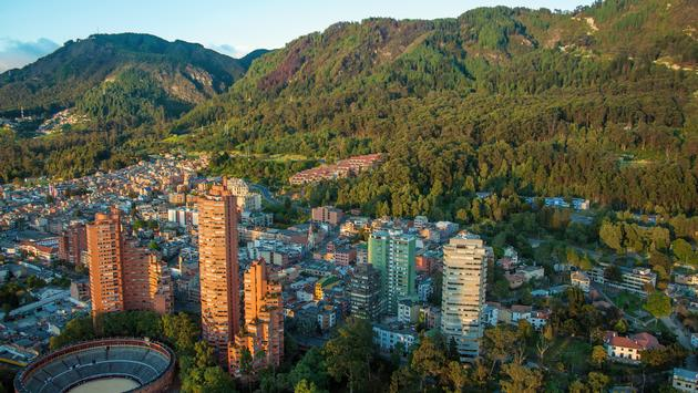 A view of the center of Bogota with the Andes in the background (Photo vie DC_Colombia / iStock / Getty Images Plus)