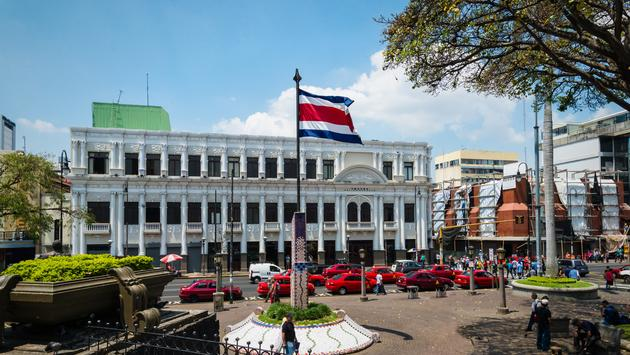 Town square in San Jose with Costa Rica flag (photo via Esdelval / iStock / Getty Images Plus)