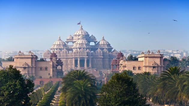 temple Akshardham, Delhi, India (photo via Konstik / iStock / Getty Images Plus)