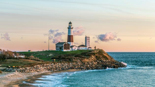 Montauk Point Light, Lighthouse, Long Island, New York, Suffolk County (Meinzahn / iStock / Getty Images Plus)