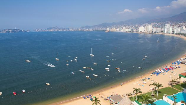Bay of hotels stretching along the coast in acapulco, mexico (photo via dubassy/iStock/Getty Images Plus)