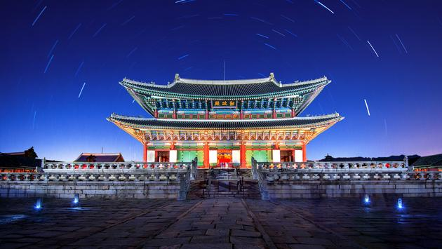Gyeongbokgung Palace at night in seoul,Korea. (photo via tawatchaiprakobkit / iStock / Getty Images Plus)