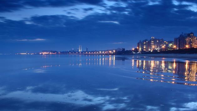 Uruguay, Montevideo, Playa Malvin. By night (Alejo_Vazquez / iStock / Getty Images Plus)