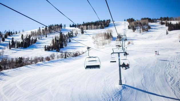 Colorado Aspen ski resort (photo via MichaelOverbeck / iStock / Getty Images Plus)