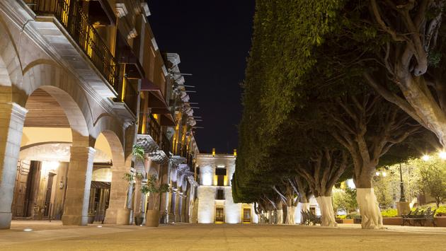 Queretaro main square at night and Casa del Corregimiento in the background (photo via Jorge Duarte Estevao / iStock / Getty Images Plus)