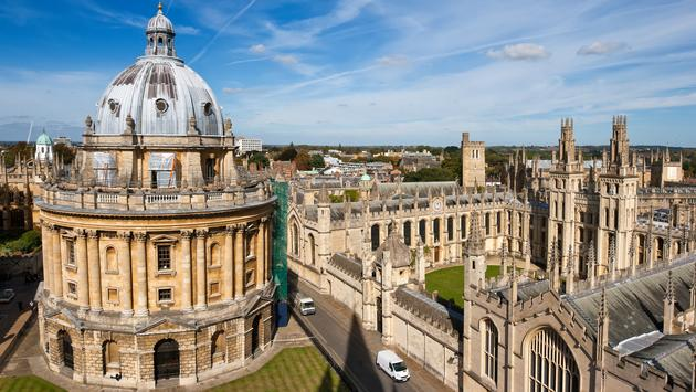 Radcliffe Camera and All Souls College, Oxford University. Oxford, UK (Arsty / iStock / Getty Images Plus)