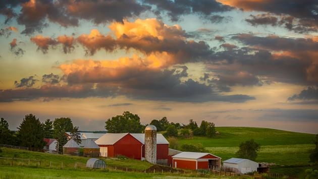 Sunset on a traditional dairy farm in rural Ohio in July (JackieNix / iStock / Getty Images Plus)