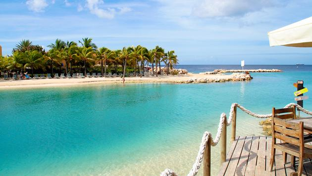View on the Mambo Beach on the island curacao (Photo via nicky39 / iStock / Getty Images Plus)