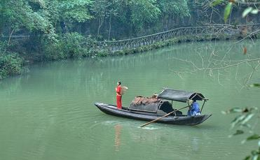 Boat traveling on the Yangtze River in China
