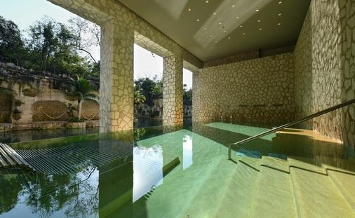 Book a Junior Suite and receive a 50-minute massage + hydrotherapy ritual at Muluk Spa & Wellness.