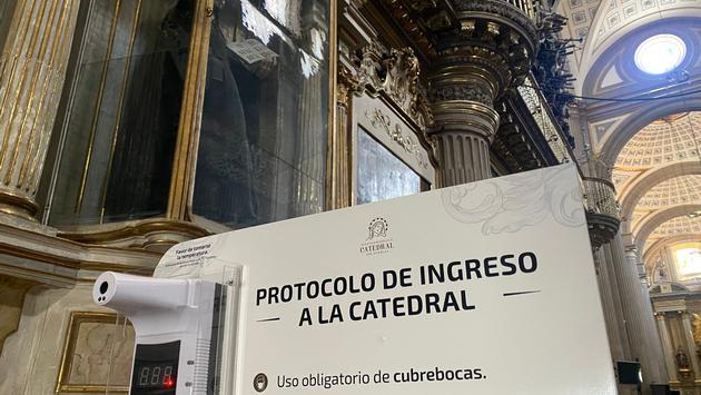 Puebla Cathedral temperature check