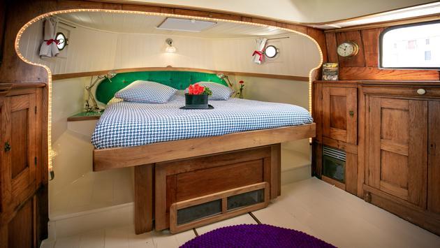 Barge Lady Cruises - Hotel Barge Saraphina