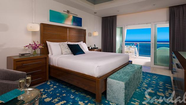 Oceanfront Penthouse Club Level Junior Suite w/Balcony Tranquility Soaking Tub
