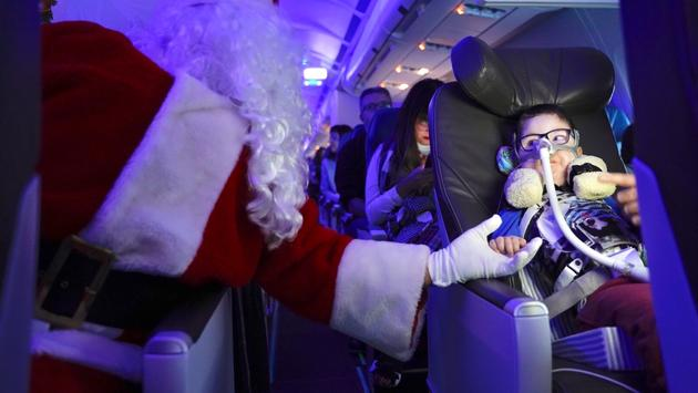 Santa Claus on Air Transat