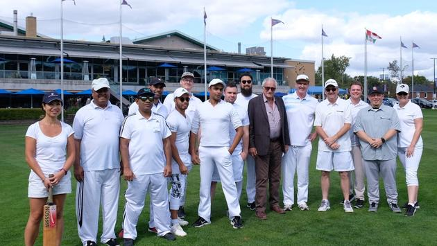Goway Travel's Bruce Hodge and the Goway Travel Cricket Squad
