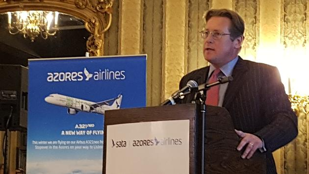 Gavin Eccles, Azores Airlines' chief commercial officer, addresses the room.