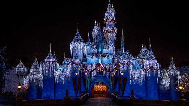 The Holiday Merriment Isn T Over Yet At Disneyland Resort