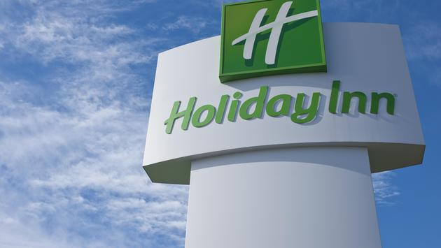 Holiday Inn hotel sign
