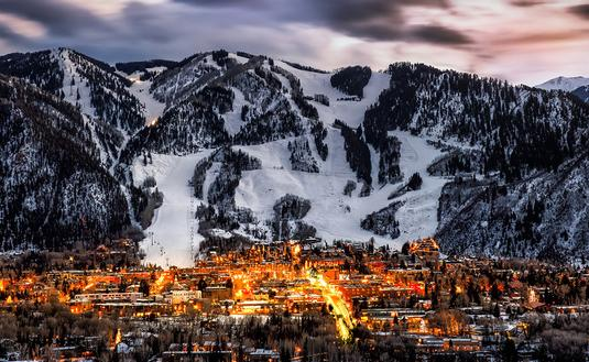 PHOTO: Aspen colorado overlook (photo via  Jonathan Ross / iStock / Getty Images Plus)