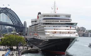 Cunard Queen Elizabeth in Sydney