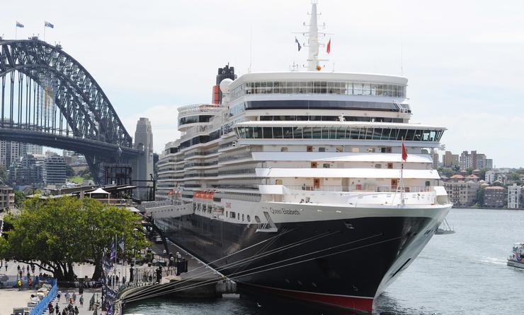 Cunard Queen Elizabeth in Sydney