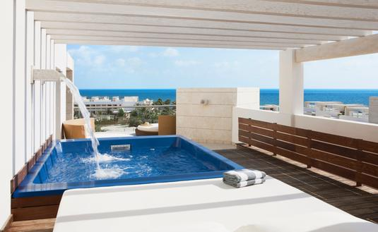 swim up suite ocean view at Beloved Playa Mujeres