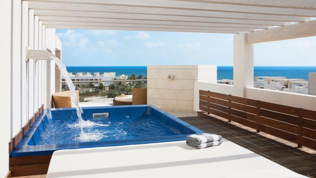 swim up suite ocean view at Beloved Playa Mujeres
