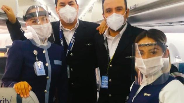 Tripulación de Interjet en vuelo de la CDMX a San Pedro Sula. (Foto de Interjet)