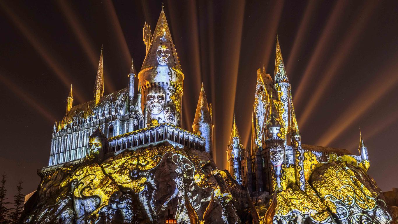 'Dark Arts at Hogwarts Castle' Light Show Debuting at Universal Orlando