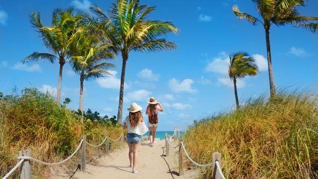 Two friends walking to South Beach in Miami
