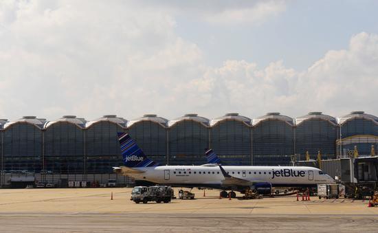 A JetBlue plane at Ronald Reagan Washington National Airport