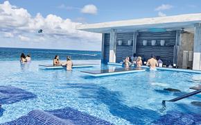 Riu Palace Paradise Island: Infinity Pool