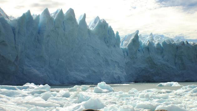 Glaciar, hielo y lago en Santa Cruz