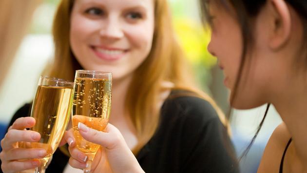 Four Seasons Hotel Hong Kong announces Great Friend Getaways
