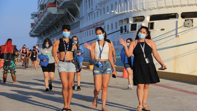 Los cruceristas bajaron entusiasmados para visitar Progreso y los alrededores de la península de Yucatán